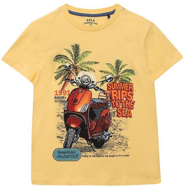 ФутболкаTs-811/580-7214Стильная футболка для мальчика Sela изготовлена из натурального хлопка и оформлена оригинальным принтом. Воротник дополнен мягкой трикотажной резинкой. Яркий цвет модели позволяет создавать модные образы.