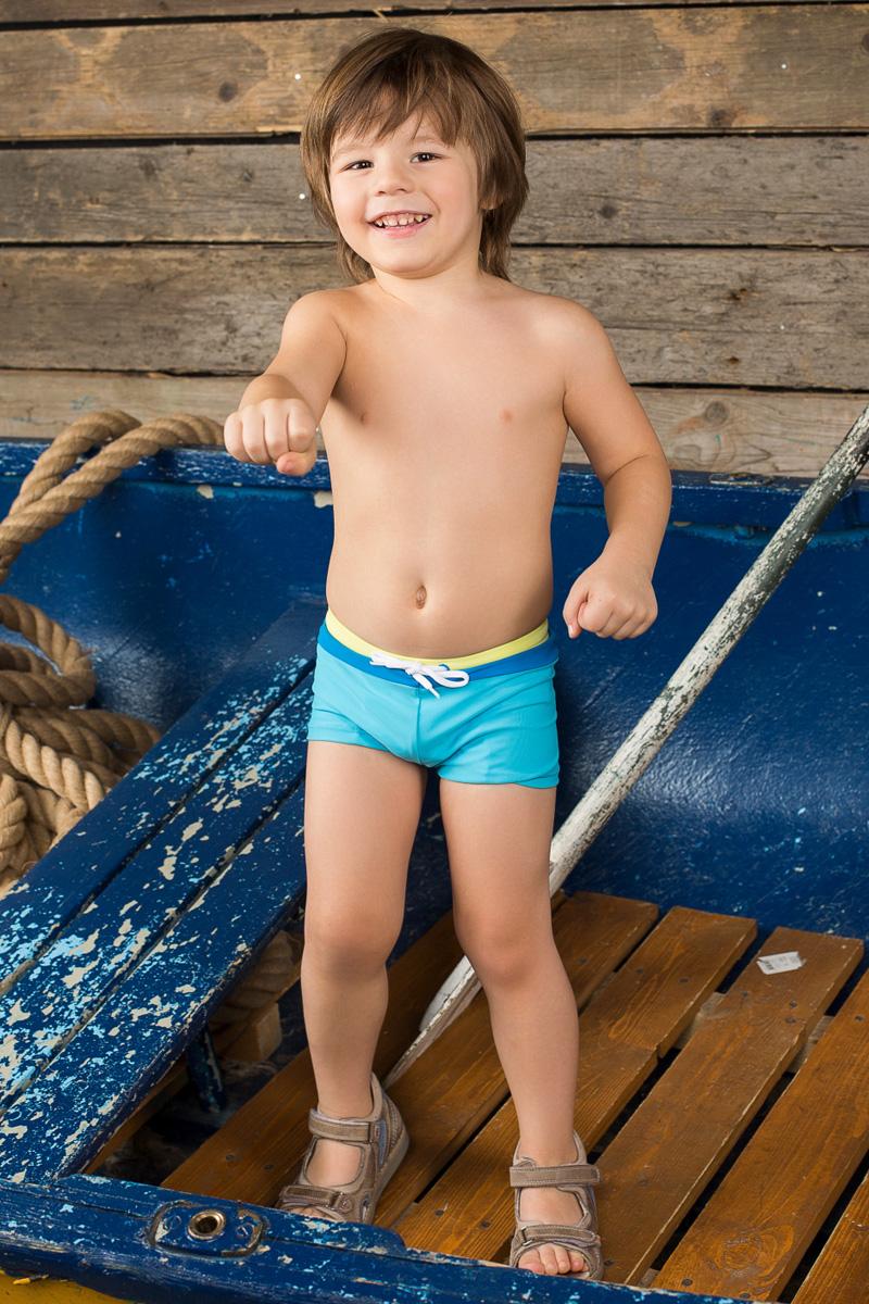 Купальные плавки196154Плавки-боксеры для мальчика Sweet Berry Baby изготовлены из нейлона с добавлением эластана. Плавки имеют пояс на мягкой эластичной резинке, дополнительно регулируемый шнурком. Модель комфортна в носке, быстро сохнет и сохраняет первоначальный вид и форму при длительном использовании.