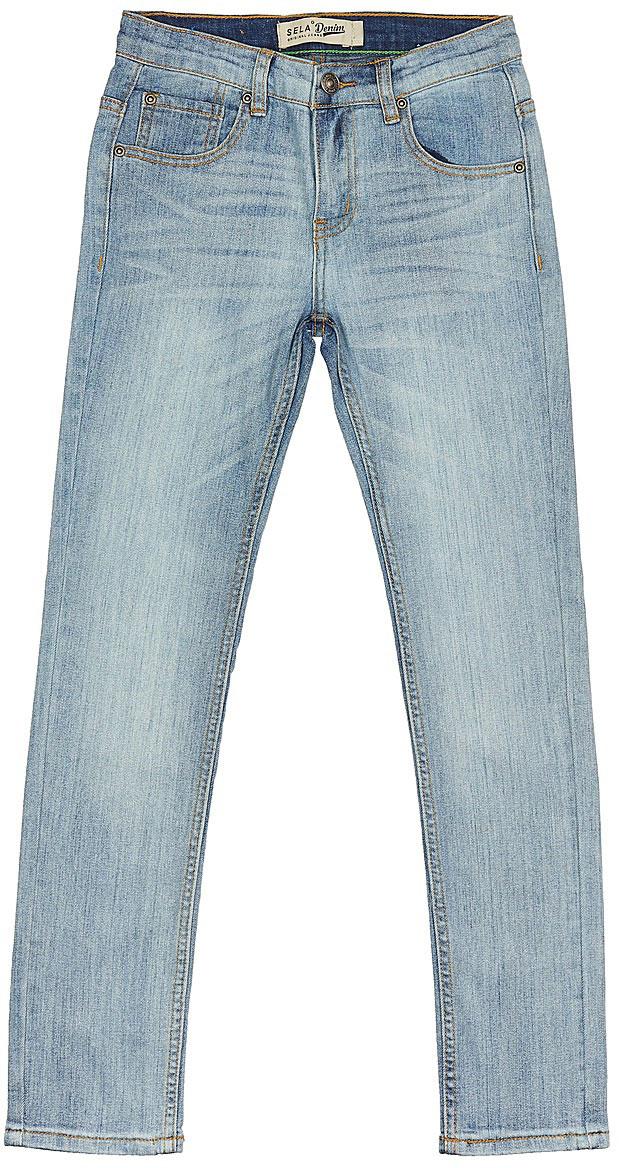 ДжинсыPJ-835/344-7243Стильные джинсы для мальчика Sela выполнены из качественного эластичного материала с эффектом потертостей. Джинсы зауженного кроя и стандартной посадки на талии застегиваются на пуговицу и имеют ширинку на застежке-молнии. На поясе имеются шлевки для ремня. Модель представляет собой классическую пятикарманку: два втачных и накладной кармашек спереди и два накладных кармана сзади.
