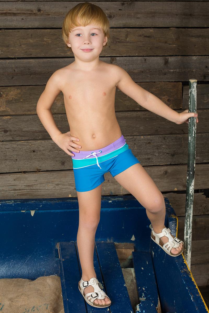 Купальные плавки196391Плавки-боксеры для мальчика Sweet Berry изготовлены из нейлона с добавлением эластана. Плавки имеют пояс на мягкой эластичной резинке, дополнительно регулируемый шнурком. Модель комфортна в носке, быстро сохнет и сохраняет первоначальный вид и форму при длительном использовании.