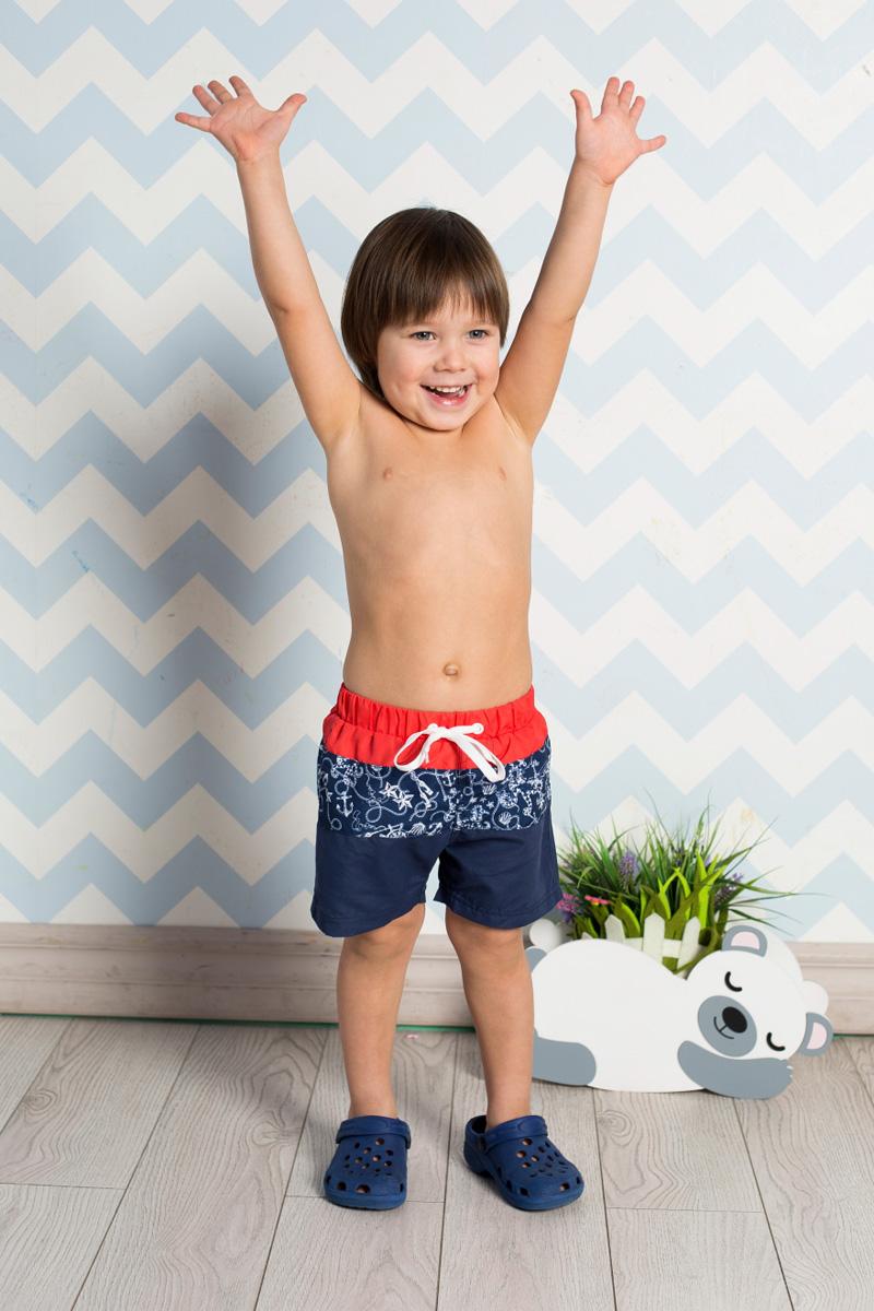 Шорты для плавания711080Пляжные шорты для мальчика Sweet Berry, изготовленные из качественного материала трех цветов, - идеальный вариант, как для купания, так и для отдыха на пляже. Модель с вшитыми сетчатыми трусиками на поясе имеет эластичную резинку, регулируемую шнурком, благодаря чему шорты не сдавливают живот ребенка и не сползают. Изделие оформлено оригинальным принтом и дополнено имитацией ширинки. Шорты быстро сохнут и сохраняют первоначальный вид и форму даже при длительном использовании.