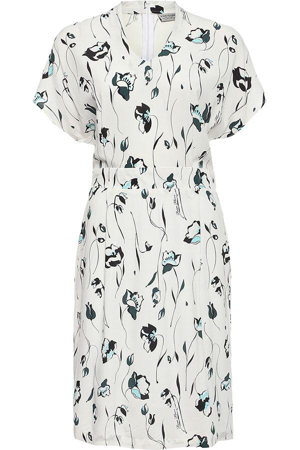 ПлатьеS17-11006_201Платье Finn Flare выполнено из вискозы. Модель с короткими рукавами и V- образным вырезом горловины.