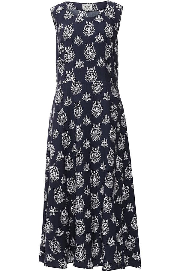ПлатьеS17-12051_101Платье Finn Flare выполнено из вискозы. Модель с круглым вырезом горловины оформлена оригинальным принтом.