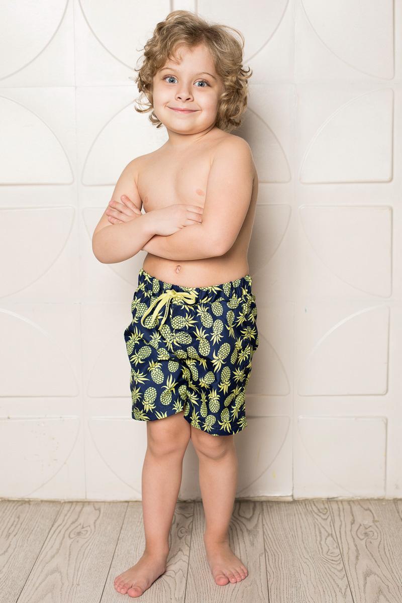 Шорты для плавания713047Пляжные шорты для мальчика Sweet Berry, изготовленные из качественного материала, - идеальный вариант, как для купания, так и для отдыха на пляже. Модель с вшитыми сетчатыми трусиками на поясе имеет эластичную резинку, регулируемую шнурком, благодаря чему шорты не сдавливают живот ребенка и не сползают. Изделие оформлено оригинальным принтом и дополнено имитацией ширинки. Шорты быстро сохнут и сохраняют первоначальный вид и форму даже при длительном использовании.