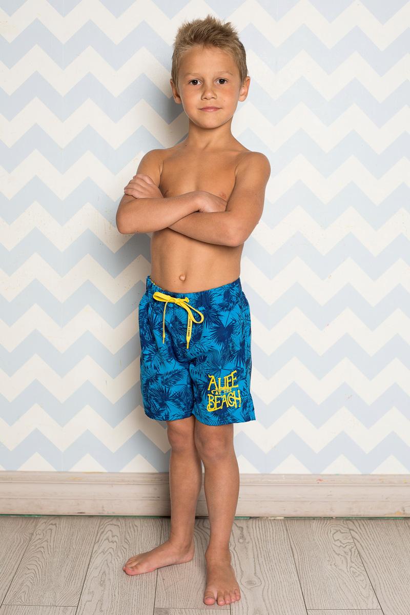Шорты для плавания713050Пляжные шорты для мальчика Sweet Berry, изготовленные из качественного материала, - идеальный вариант, как для купания, так и для отдыха на пляже. Модель с вшитыми сетчатыми трусиками на поясе имеет эластичную резинку, регулируемую шнурком, благодаря чему шорты не сдавливают живот ребенка и не сползают. Изделие оформлено оригинальным принтом и дополнено имитацией ширинки. Шорты быстро сохнут и сохраняют первоначальный вид и форму даже при длительном использовании.