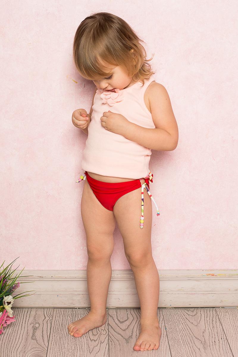 Купальные плавки712120Плавки для девочки Sweet Berry изготовлены из нейлона с добавлением эластана и дополнены рюшами с задней стороны и завязками с разноцветными бусинами. Пояс плавок на мягкой эластичной резинке не сдавливает живот ребенка и надежно фиксирует изделие на талии. Модель комфортна в носке, быстро сохнет и сохраняет первоначальный вид и форму при длительном использовании.