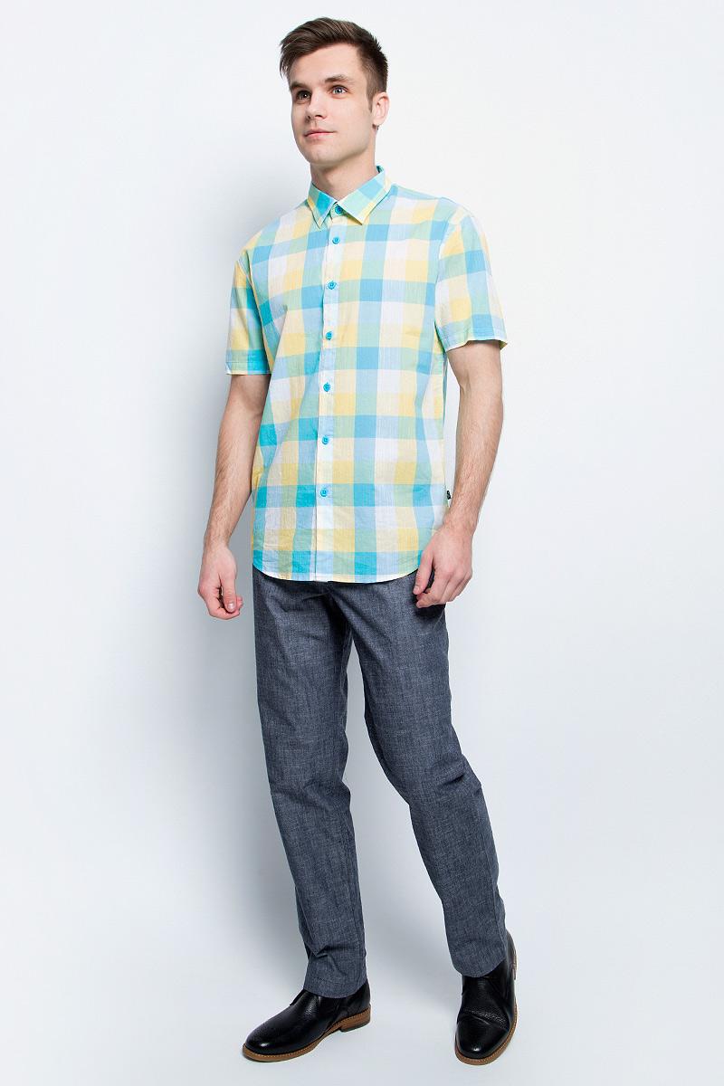БрюкиS17-21004_101Стильные мужские брюки Finn Flare станут отличным дополнением к вашему гардеробу. Модель изготовлена из высококачественного хлопка, она великолепно пропускает воздух и обладает высокой гигроскопичностью. Застегиваются брюки на пуговицу и ширинку на застежке-молнии. На поясе имеются шлевки для ремня. Эти модные и в тоже время удобные брюки помогут вам создать оригинальный современный образ. В них вы всегда будете чувствовать себя уверенно и комфортно.