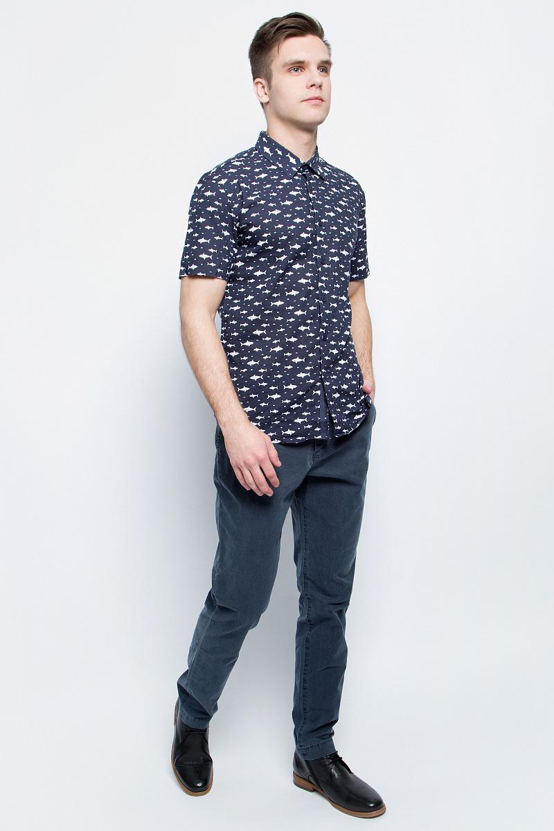 РубашкаS17-24038_101Рубашка мужская Finn Flare выполнена из натурального хлопка. Модель с отложным воротником и короткими рукавами застегивается на пуговицы.