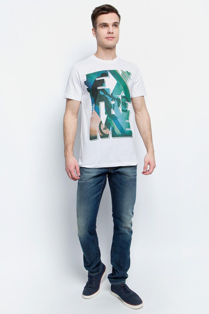ФутболкаTs-2411/008-7214Стильная мужская футболка полуприлегающего силуэта Sela изготовлена из натурального хлопка и оформлена оригинальным принтом с надписями. Воротник дополнен мягкой эластичной бейкой. Яркий цвет модели позволяет создавать модные образы.