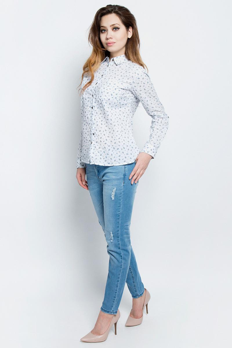 РубашкаB-112/321-7162Стильная женская рубашка Sela выполнена из хлопка и оформлена оригинальным принтом. Модель прямого кроя с отложным воротничком застегивается на пуговицы, наполовину скрытые планкой, и дополнена двумя накладными карманами. Манжеты длинных рукавов также дополнены пуговицами. Рубашка подойдет для прогулок и дружеских встреч и будет отлично сочетаться с джинсами и брюками, и гармонично смотреться с юбками. Мягкая ткань комфортна и приятна на ощупь. Рукава можно подвернуть и зафиксировать при помощи хлястиков на пуговицах.