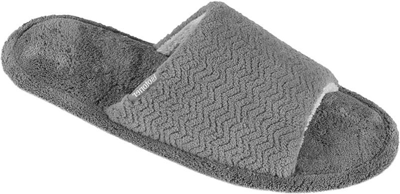 Тапочки96657Мужские тапки от Isotoner выполненные из текстиля, помогут отдохнуть вашим ногам после трудового дня. Эластичная резиновая подошва полностью повторяет изгиб стопы при движении.