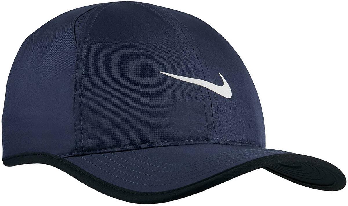 Бейсболка679421-410Кепка Nike из приятного на ощупь материала. Жесткий козырек, регулируемый объем, универсальный размер.