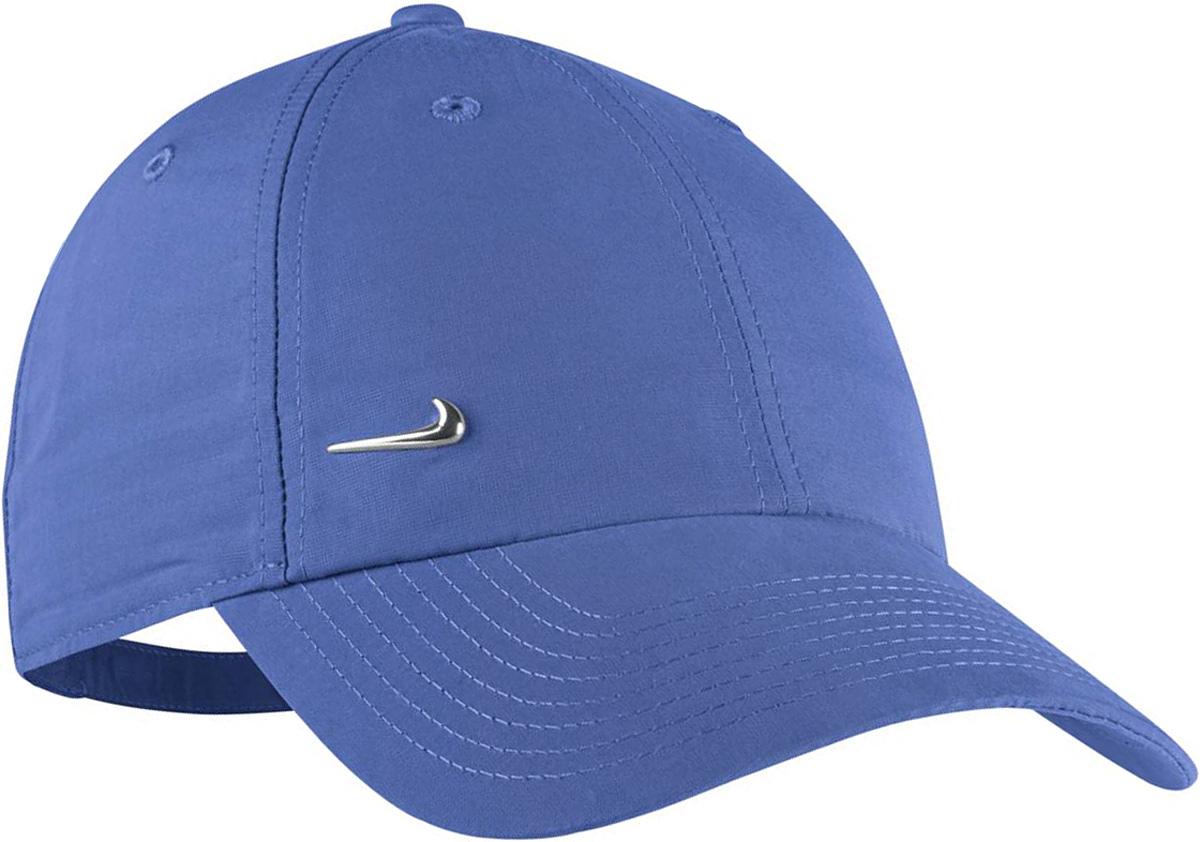 Бейсболка340225-478Регулируемый головной убор с логотипом Nike Metal выполнен из мягкой, но прочной ткани, имеет ремешок с пряжкой и застежку для комфортной индивидуальной подгонки. Классическая модель с шестью клиньями и вышитыми отверстиями для большего удобства. Регулируемый ремешок сзади снабжен пряжкой и застежкой для индивидуальной подгонки. Медальон с логотипом Nike слева спереди придает стильный вид. Универсальный размер. Ручная стирка
