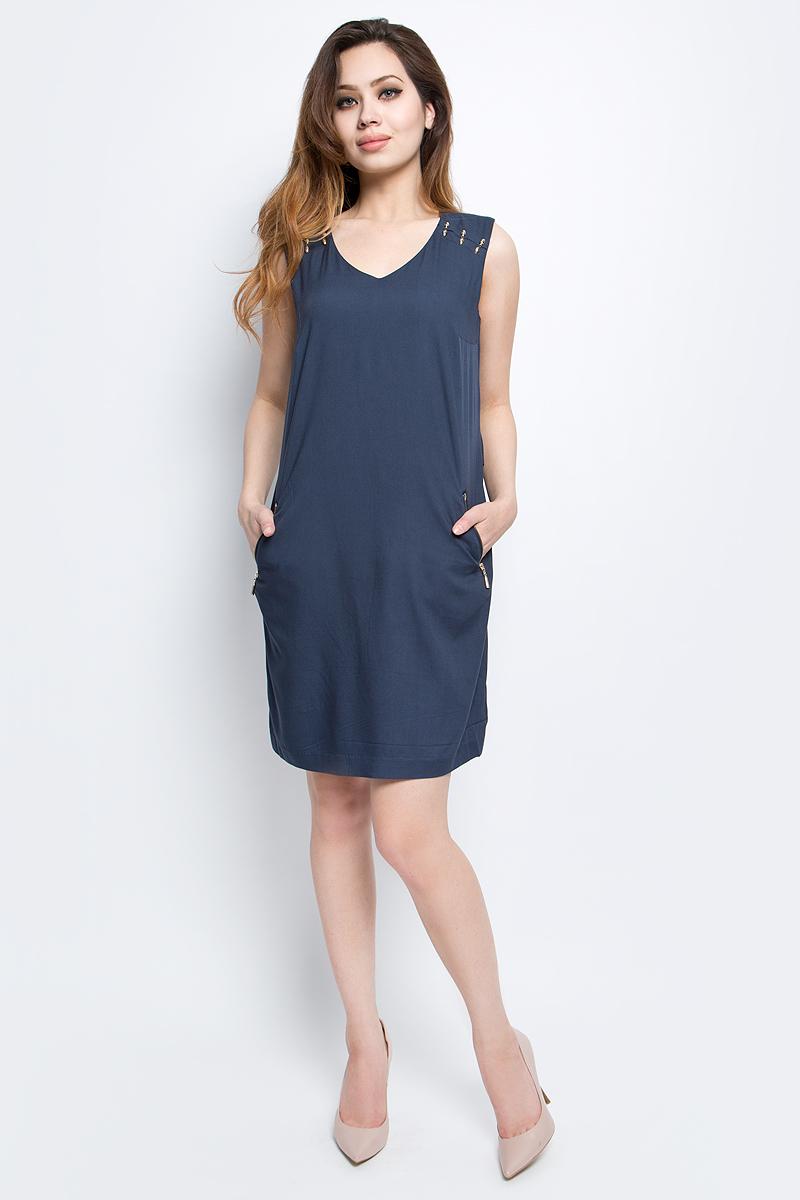 ПлатьеS17-11012_333Платье Finn Flare выполнено из 100% вискозы. Модель с V-образным вырезом горловины по бокам дополнена карманами.