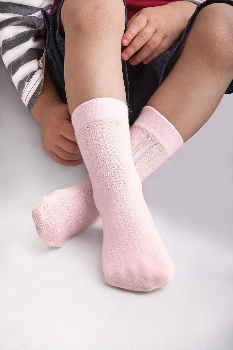 НоскиDollyНоски Knittexсо изготовлены из вискозы, полиамида и эластана, которые обеспечивают отличную посадку. Модель оснащена эластичной резинкой, которая плотно облегает ножку ребенка, не сдавливая ее, обеспечивает удобство.