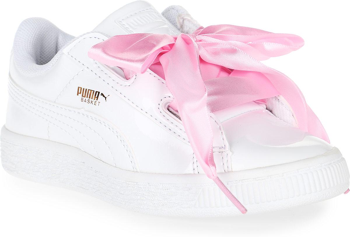 Кроссовки36335202Модель Basket была выпущена Puma в далеком 1971 году, став своего рода ответом в коже на легендарные кроссовки Suede. Сегодня обувь Basket Heart Patent органично сочетает прошлое и настоящее благодаря очаровательным женственным деталям, в частности, оригинальной системе шнуровки. В комплекте также прилагаются утолщенные шнурки из тесьмы, добавляющие экстравагантности.