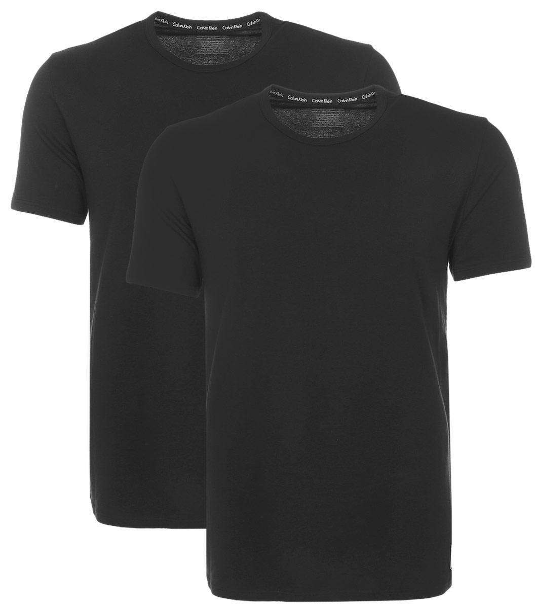 Футболка для домаNU8697AМужская футболка Calvin Klein Underwear изготовлена из натурального хлопка с добавлением эластана. Модель с круглой горловиной и короткими рукавами. Футболка дополнена квадратной нашивкой с названием бренда.