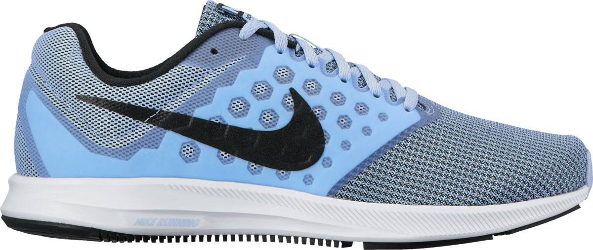 Кроссовки852466-400Женские беговые кроссовки Nike Downshifter 7 в минималистичном стиле из легкой однослойной сетки и мягкого пеноматериала обеспечивают абсолютный комфорт. Верх из легкой сетки обеспечивает вентиляцию и комфорт. Бесшовный вкладыш в средней части стопы для поддержки. Полноразмерная резиновая подметка для прочности и оптимального сцепления с поверхностью. Эластичная полноразмерная подошва из материала Phylon для упругой и легкой амортизации. Эластичные желобки обеспечивают естественную свободу движений от носка до пятки. Защитный барьер из резины по краям подметки действует как амортизатор при контакте с поверхностью и обеспечивает более мягкий и плавный переход c пятки на носок.