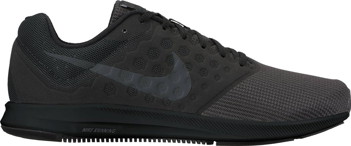 Кроссовки852459-001Мужские беговые кроссовки Nike Downshifter 7 в минималистичном стиле из легкой однослойной сетки и мягкого пеноматериала обеспечивают абсолютный комфорт. Верх из легкой сетки обеспечивает дышащий комфорт. Бесшовный вкладыш в средней части стопы для поддержки. Полноразмерная резиновая подметка для прочности и оптимального сцепления с поверхностью. Эластичная полноразмерная подошва из материала Phylon для упругой и легкой амортизации. Эластичные желобки обеспечивают естественную свободу движений от носка до пятки.