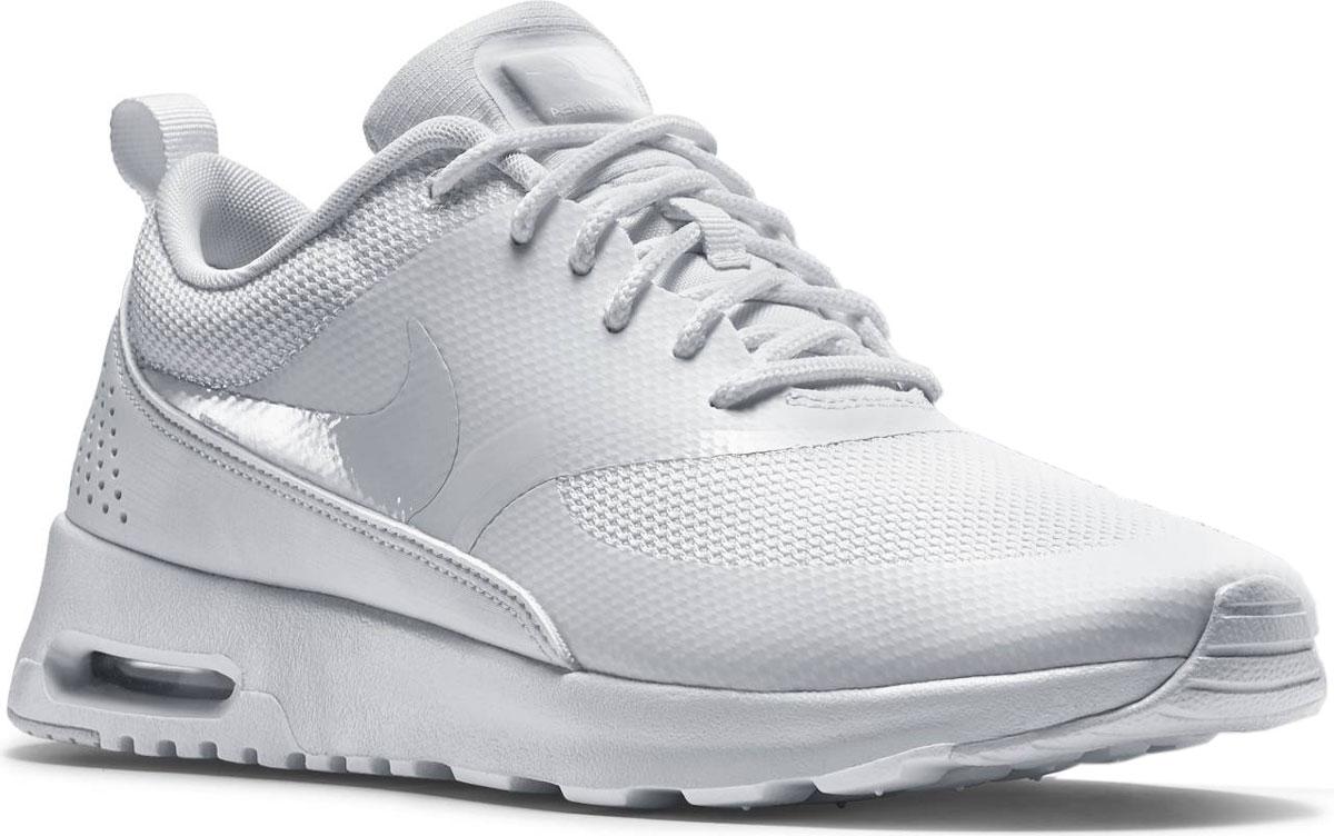 Кроссовки599409-101Кроссовки WMNS Nike Air Max Thea. Легкая текстильная дышащая поверхность с вставками из синтетической кожи. Высокая подошва из полиуретана с продолговатой вставкой Airsole обеспечивает отличную амортизацию .