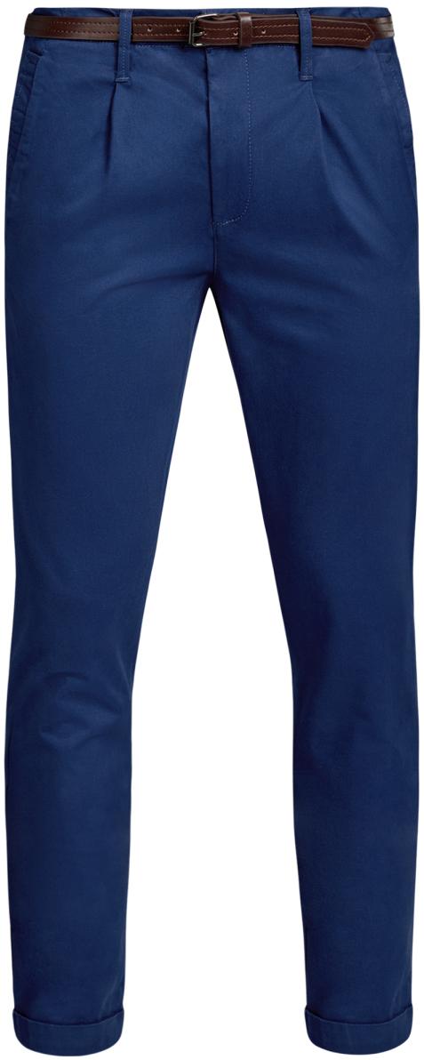 Брюки2L150099M/46569N/3300NМужские брюки oodji Lab выполнены из высококачественного материала. Модель-чинос стандартной посадки застегивается на пуговицу в поясе и ширинку на застежке-молнии. Пояс имеет шлевки для ремня. Спереди брюки дополнены втачными карманами, сзади - прорезными с клапанами на пуговицах. Модель дополнена ремнем.