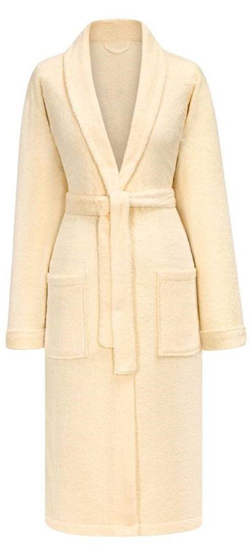 ХалатМарияТеплый женский махровый халат Estia изготовлен из высококачественного хлопка. Модель длины миди выполнена с поясом и запахом. Изделие удобными карманами.