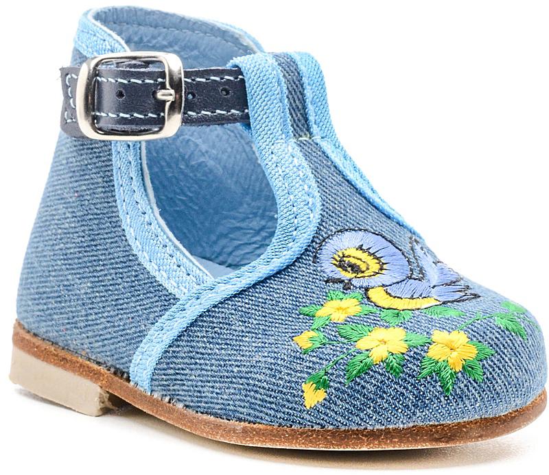 Туфли031003-23Модные туфли для мальчика от Котофей, выполненные из текстиля, оформлены вышивкой. Ремешок с металлической пряжкой надежно зафиксирует модель на ноге. Внутренняя поверхность и стелька из натуральной кожи обеспечат комфорт при движении. Каблук дополнен рифлением.