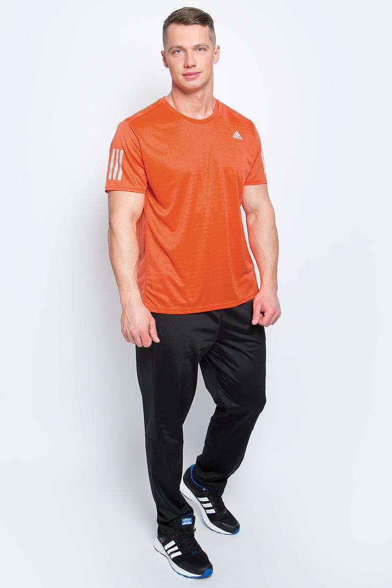 ФутболкаBP7422Мужская спортивная футболка Adidas Rs Ss Tee M изготовлена из полиэстера с добавлением полиэфира по технологии climalite, что обеспечивает быстрое влагоотведение с поверхности тела. Модель с круглой горловиной и короткими рукавами. Однотонная футболка декорирована принтом с логотипом бренда и светоотражающими полосами на рукавах.