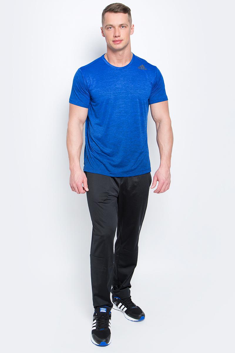 ФутболкаBK6139Мужская футболка adidas Freelift Grad выполнена из 100% полиэстера. Ткань с технологией climalite быстро и эффективно отводит влагу с поверхности кожи, поддерживая комфортный микроклимат. Особый крой и строение швов FreeLift обеспечивают поддерживающую посадку для полной свободы движений и не дают модели задираться. Модель с круглым вырезом горловины и короткими рукавами оформлена логотипом бренда.