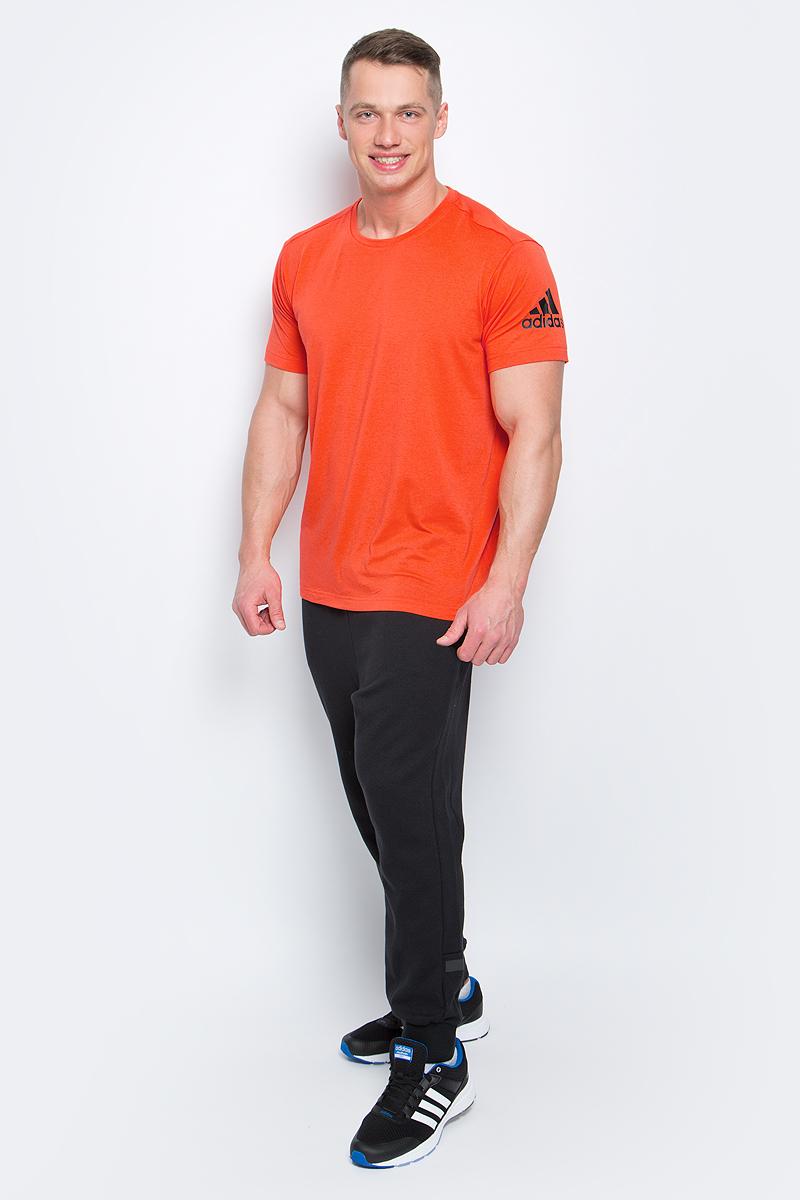ФутболкаBK6090Мужская футболка adidas Freelift Prime выполнена из полиэстера с добавлением эластана. Ткань с технологией climalite быстро и эффективно отводит влагу с поверхности кожи, поддерживая комфортный микроклимат. Особый крой и строение швов FreeLift обеспечивают поддерживающую посадку для полной свободы и уверенности движений. Оформлена модель логотипом бренда.