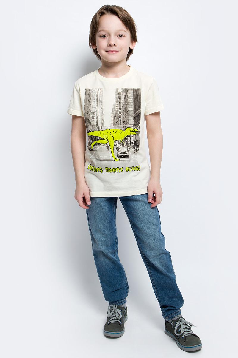 ФутболкаTs-811/1066-7121Стильная футболка для мальчика Sela изготовлена из натурального хлопка и оформлена оригинальным принтом. Воротник дополнен мягкой трикотажной резинкой. Яркий цвет модели позволяет создавать модные образы.
