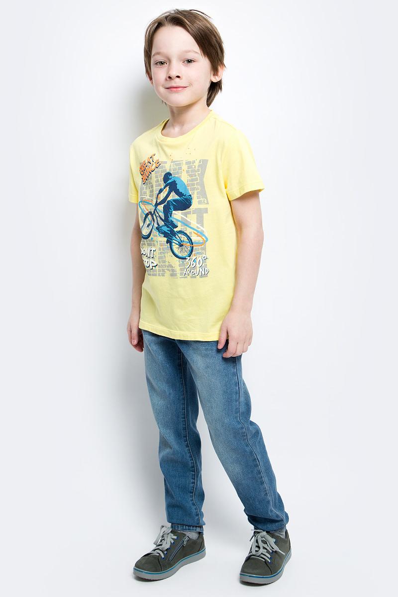 ФутболкаTs-811/1081-7122Стильная футболка для мальчика Sela изготовлена из натурального хлопка и оформлена оригинальным принтом. Воротник дополнен мягкой трикотажной резинкой. Яркий цвет модели позволяет создавать модные образы.