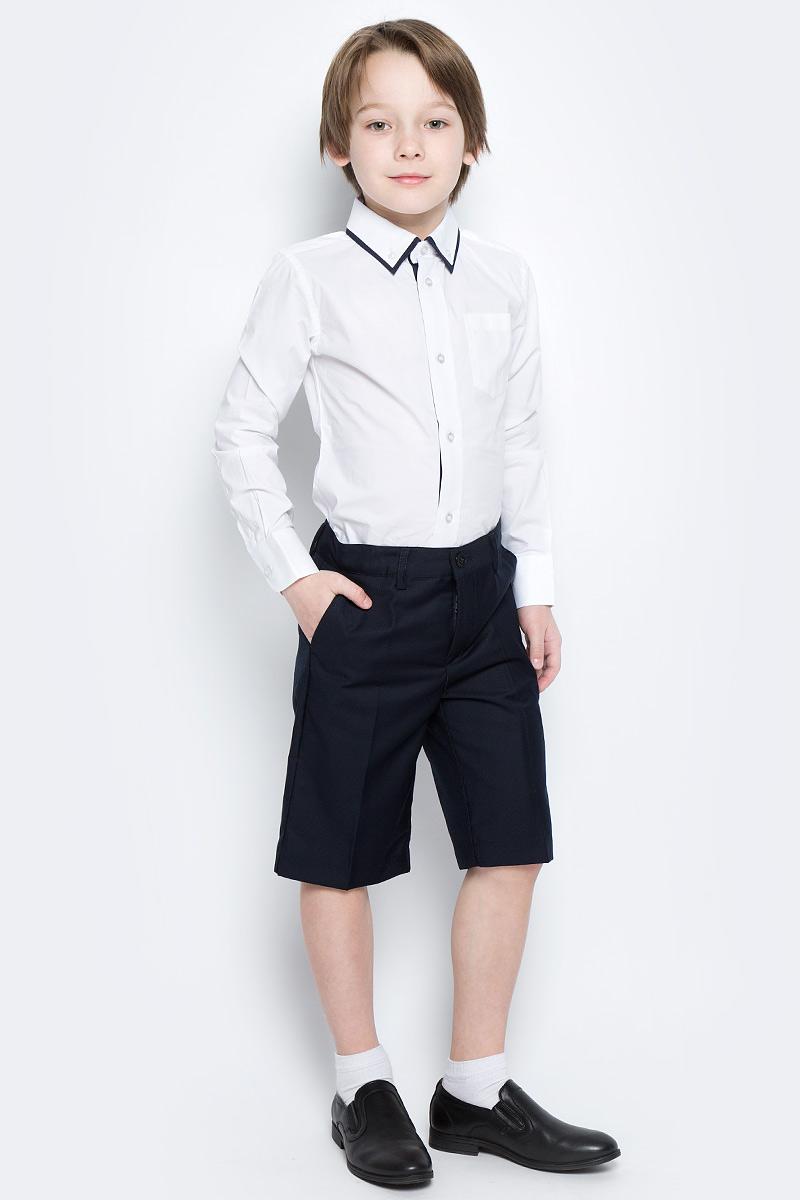 Шорты461006Стильные шорты в классическом стиле для мальчика. Модель прямого кроя со стрелками застегивается на молнию и пуговицу. Изделие дополнено тремя функциональными карманами: двумя втачными спереди и одним прорезным сзади. Имеются шлевки для ремня.