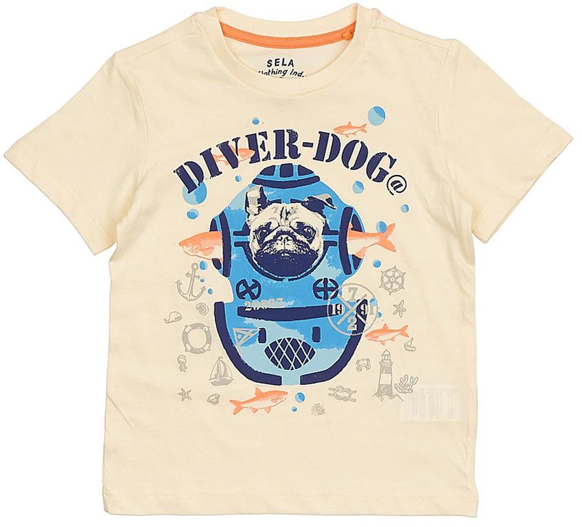 ФутболкаTs-711/197-7213Стильная футболка для мальчика Sela изготовлена из натурального хлопка и оформлена оригинальным принтом. Воротник дополнен мягкой трикотажной резинкой. Яркий цвет модели позволяет создавать модные образы.