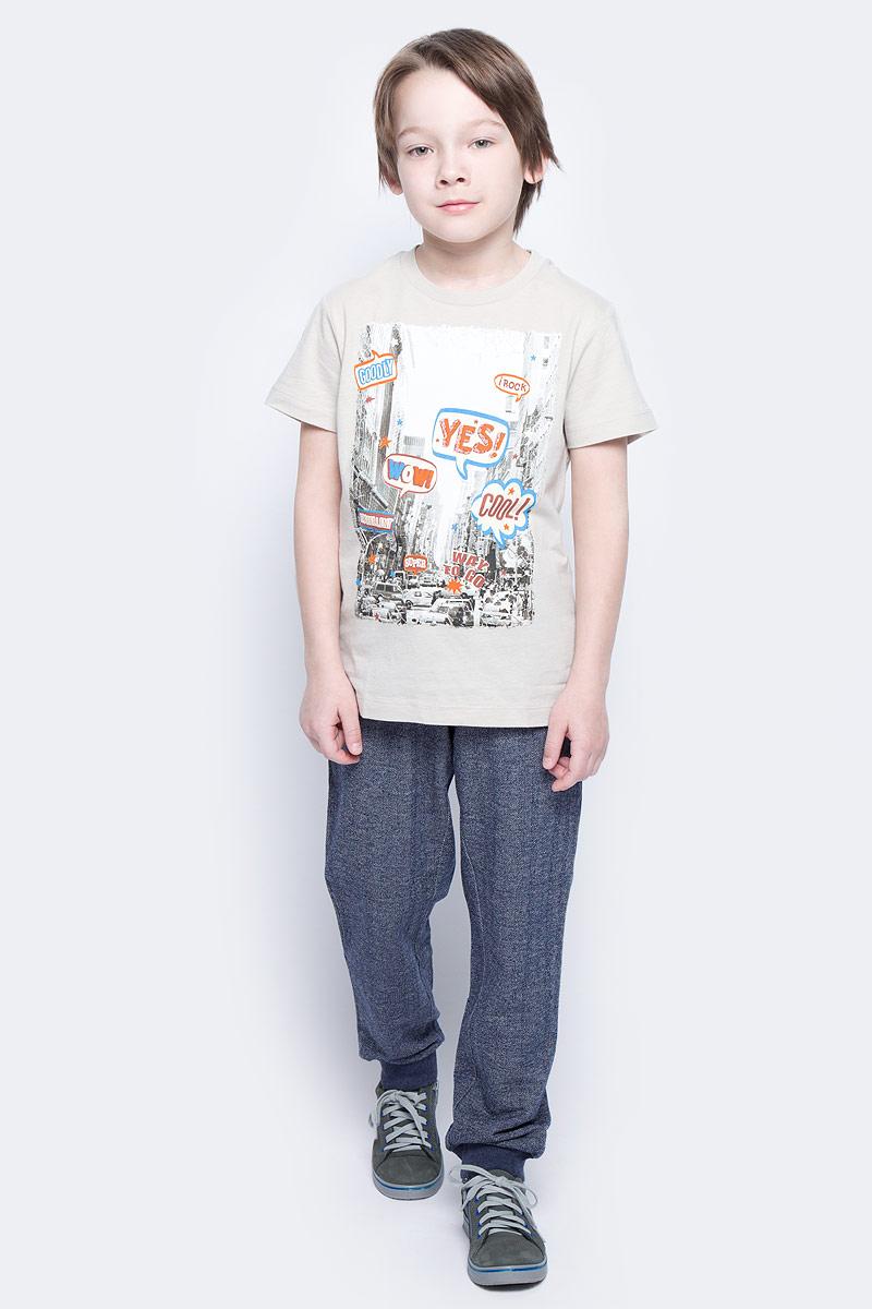 ФутболкаTs-811/1067-7121Стильная футболка для мальчика Sela изготовлена из натурального хлопка и оформлена оригинальным принтом. Воротник дополнен мягкой трикотажной резинкой. Яркий цвет модели позволяет создавать модные образы.