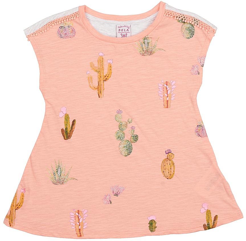 ФутболкаTs-511/327-7214Яркая футболка для девочки Sela станет отличным дополнением к гардеробу юной модницы. Модель прямого кроя изготовлена из натурального хлопка и оформлена оригинальным принтом. Спинка и полочка выполнены из материалов контрастных цветов. Воротник дополнен мягкой эластичной бейкой.