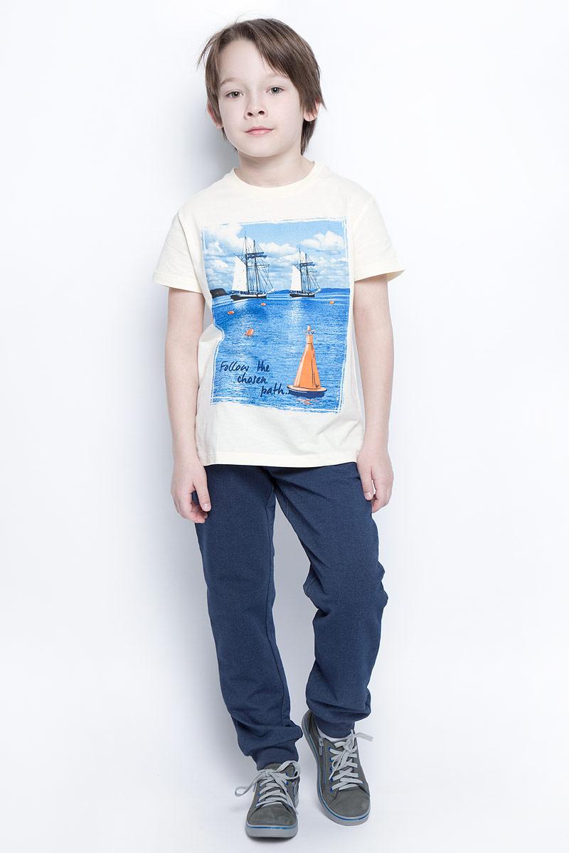 ФутболкаTs-811/1077-7213Стильная футболка для мальчика Sela изготовлена из натурального хлопка и оформлена оригинальным принтом. Воротник дополнен мягкой трикотажной резинкой. Яркий цвет модели позволяет создавать модные образы.