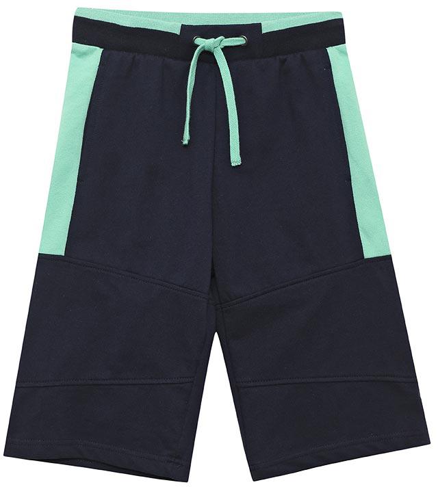 ШортыSHk-815/315-7122Стильные шорты для мальчика Sela выполнены из качественного хлопкового материала в спортивном стиле. Шорты прямого кроя и стандартной посадки на талии имеют широкий пояс на мягкой резинке, дополнительно регулируемый шнурком. Модель оформлена контрастными вставками и дополнена двумя прорезными карманами.
