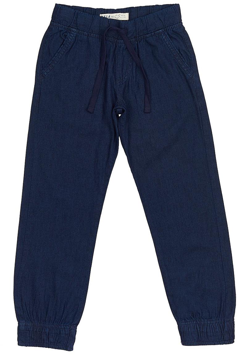 ДжинсыPJ-835/309-7213Стильные джинсы для мальчика Sela выполнены из натурального хлопка. Джинсы свободного кроя и стандартной посадки на талии имеют широкий пояс на мягкой резинке, дополнительно регулируемый тесьмой. Модель дополнена двумя втачными карманами спереди и двумя накладными карманами сзади. Низ брючин собран на резинку.