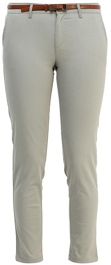 БрюкиP-115/102-7244Стильные укороченные брюки Sela, изготовленные из качественного эластичного материала, станут отличным дополнением вашего гардероба. Брюки зауженного кроя и стандартной посадки на талии застегиваются на застежку-молнию и пуговицу. На поясе имеются шлевки для ремня. Модель дополнена двумя втачными карманами спереди и двумя прорезными карманами сзади. В комплект с брюками входит узкий ремень из искусственной кожи.