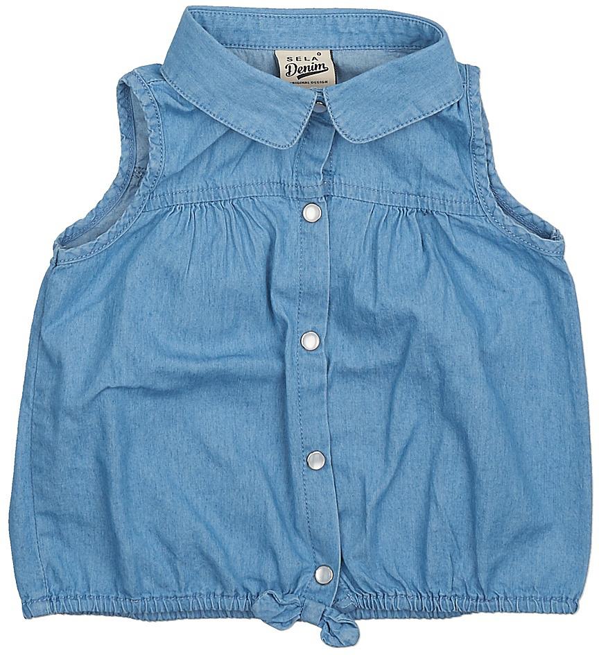 БлузкаBjsl-532/001-7234Оригинальная джинсовая блузка без рукавов Sela выполнена из натурального хлопка. Модель прямого кроя с отложным воротничком застегивается на пуговицы. Низ изделия собран на резинку и оформлен бантиком. Блузка подойдет для прогулок и дружеских встреч и будет отлично сочетаться с джинсами и брюками, и гармонично смотреться с юбками. Мягкая ткань комфортна и приятна на ощупь.