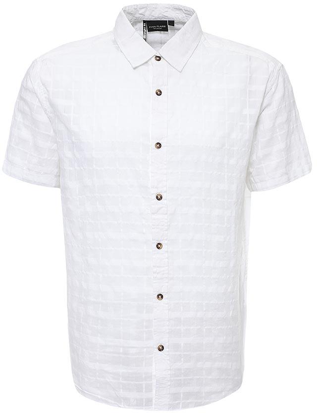 РубашкаS17-24011_101Рубашка мужская Finn Flare выполнена из хлопка. Модель с отложным воротником и короткими рукавами застегивается на пуговицы.