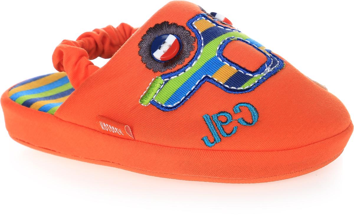 Тапочки331027-11Домашние тапки с закрытым носком для мальчика от Котофей выполнены из текстиля. Верх украшен декоративной нашивкой. Подкладка и стелька выполнены из текстиля. Тапки дополнены резинкой, обтянутой текстилем, для надежной фиксации модели на ноге. Подошва дополнена рифлением.
