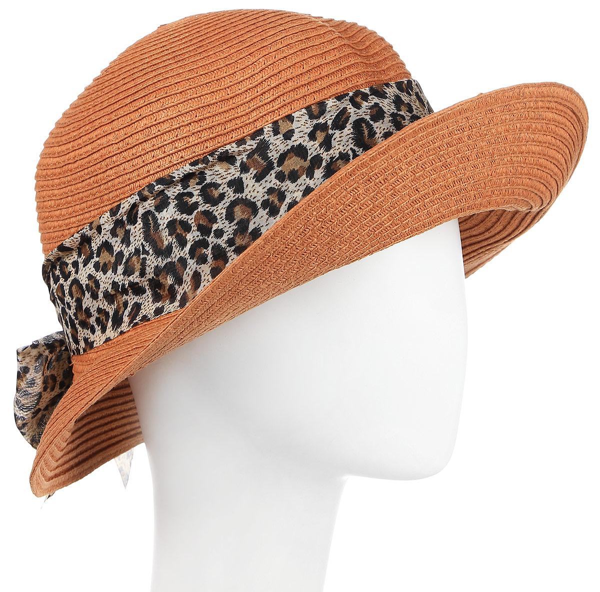 ШляпаHtW131005Соломенная шляпа плотного плетения с широкими полями. Широкая декоративная лента с леопардовым принтом завязана в кокетливый бант. Модель для расслабленного отдыха и романтичных городских образов.