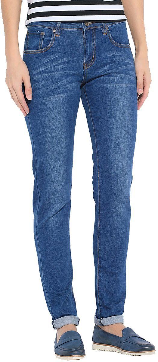 ДжинсыWZ-1001C-1_28/33*06Стильные женские джинсы Milton выполнены из хлопка с добавлением полиэстера и спандекса. Материал мягкий на ощупь, не сковывает движения и позволяет коже дышать. На поясе предусмотрены шлевки для ремня. Джинсы со средней посадкой застегиваются на пуговицу в поясе и ширинку на застежке-молнии.