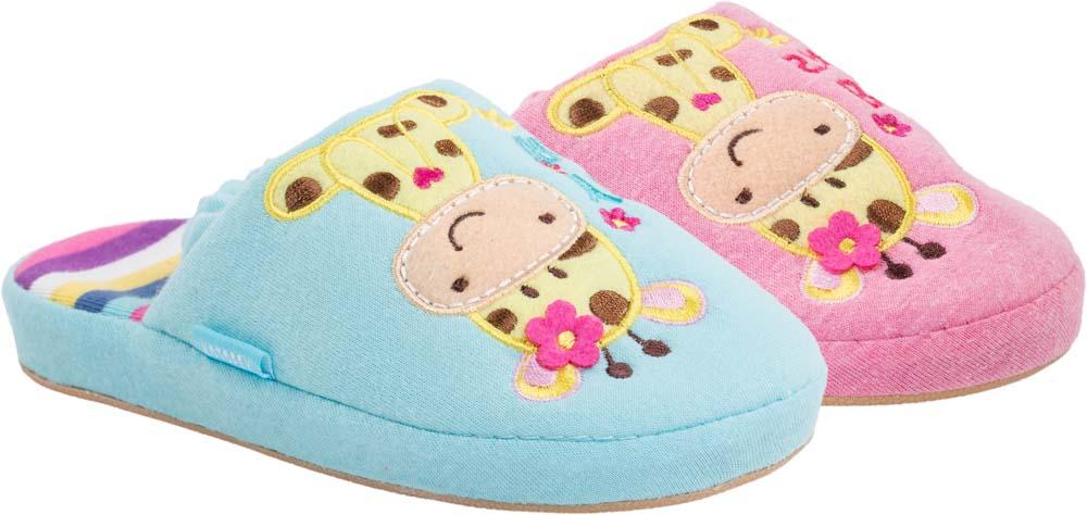 Тапочки331031-11Домашние тапки с закрытым носком для девочки от Котофей выполнены из мягкого текстиля. Верх оформлен декоративной нашивкой. Внутренняя поверхность и стелька из текстиля обеспечат комфорт. Пяточная резинка обеспечивает надежную фиксацию модели на ноге. Подошва дополнена рифлением.