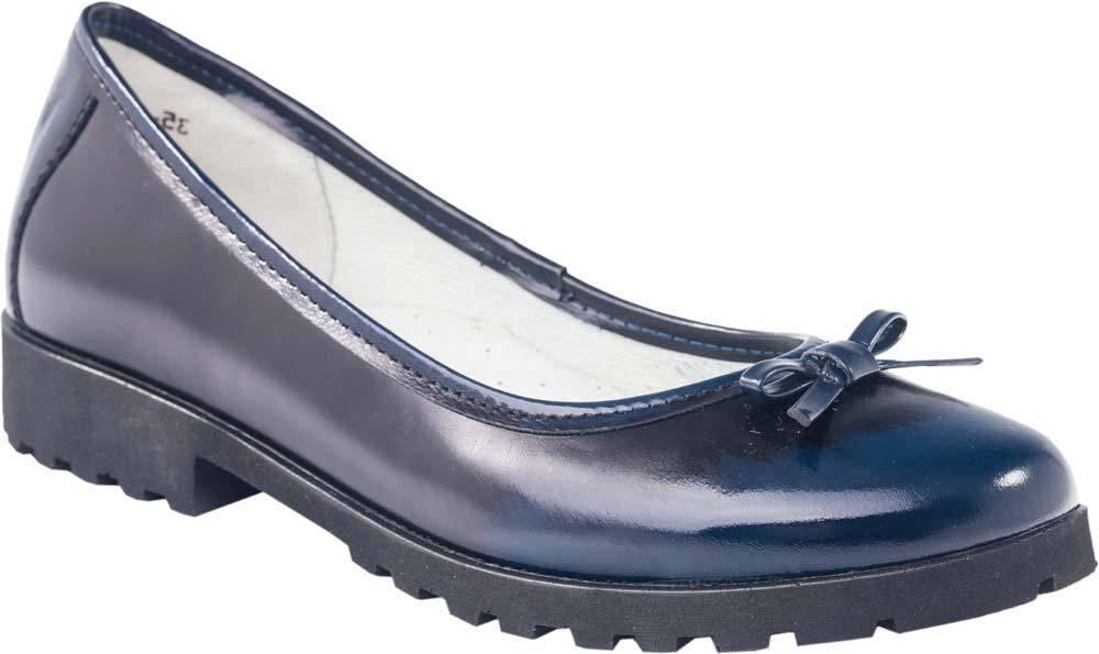 Туфли732155-21Модные туфли для девочки от Котофей выполнены из натуральной лакированной кожи. Мыс украшен бантиком. Внутренняя поверхность и стелька из натуральной кожи гарантируют комфорт при движении. Подошва и невысокий каблук дополнены рифлением.