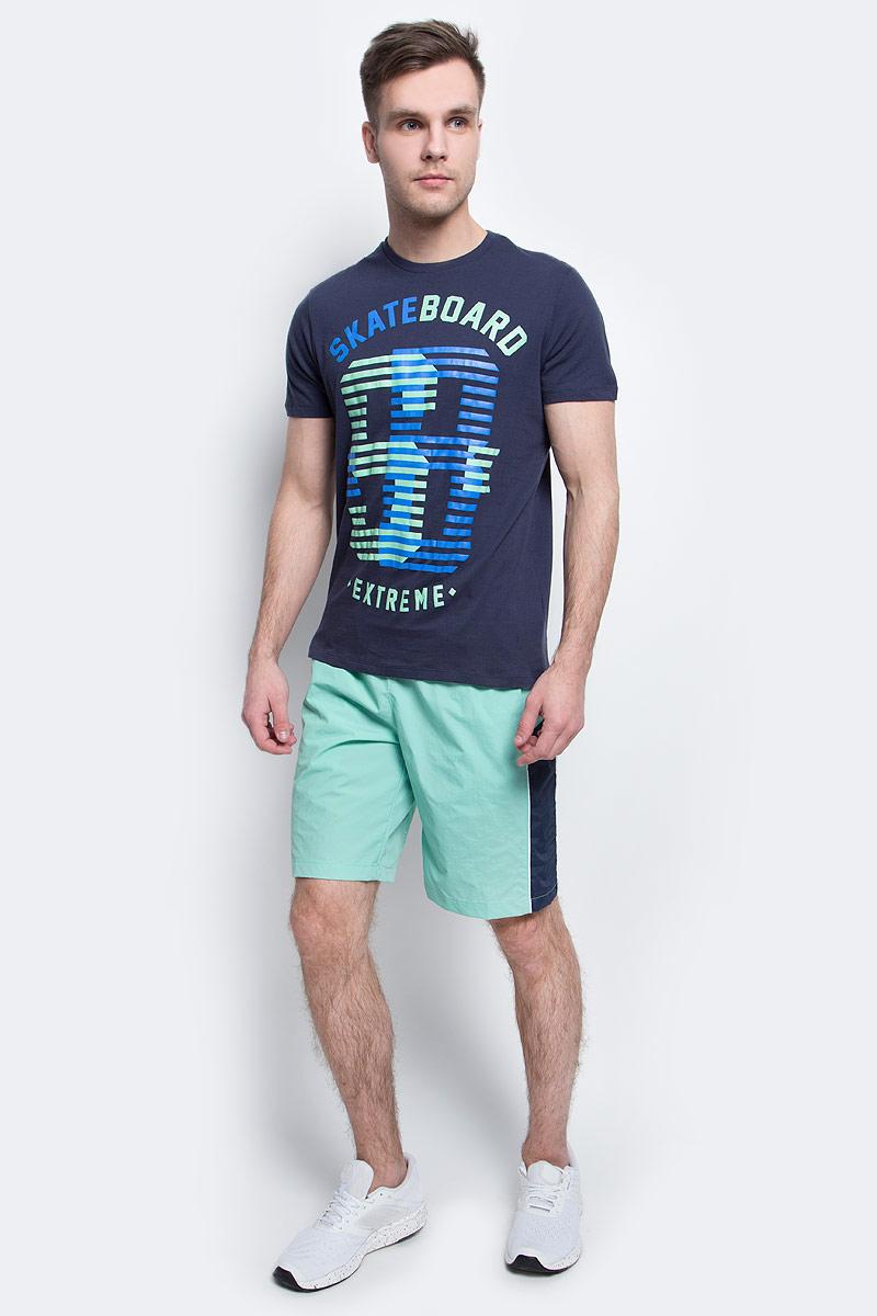 ФутболкаTs-2411/007-7214Стильная мужская футболка полуприлегающего силуэта Sela изготовлена из натурального хлопка и оформлена орининальным принтом с надписями. Воротник дополнен мягкой рикотажной резинкой. Яркий цвет модели позволяет создавать модные образы.