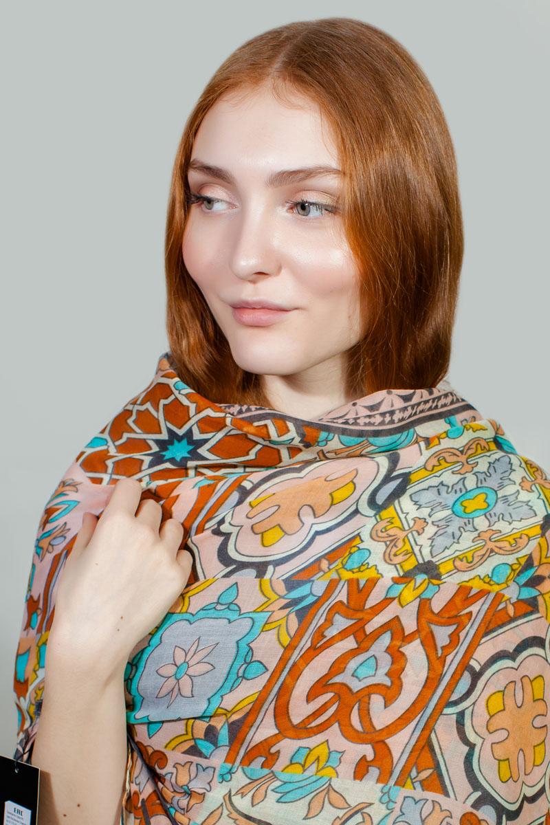 ПалантинBT-11701-56Яркий палантин Sophie Ramage изготовлен из модала и шелка. Модель оформлена оригинальным принтом. Изделия Sophie Ramage приятные на ощупь и подойдут к любому стилю.