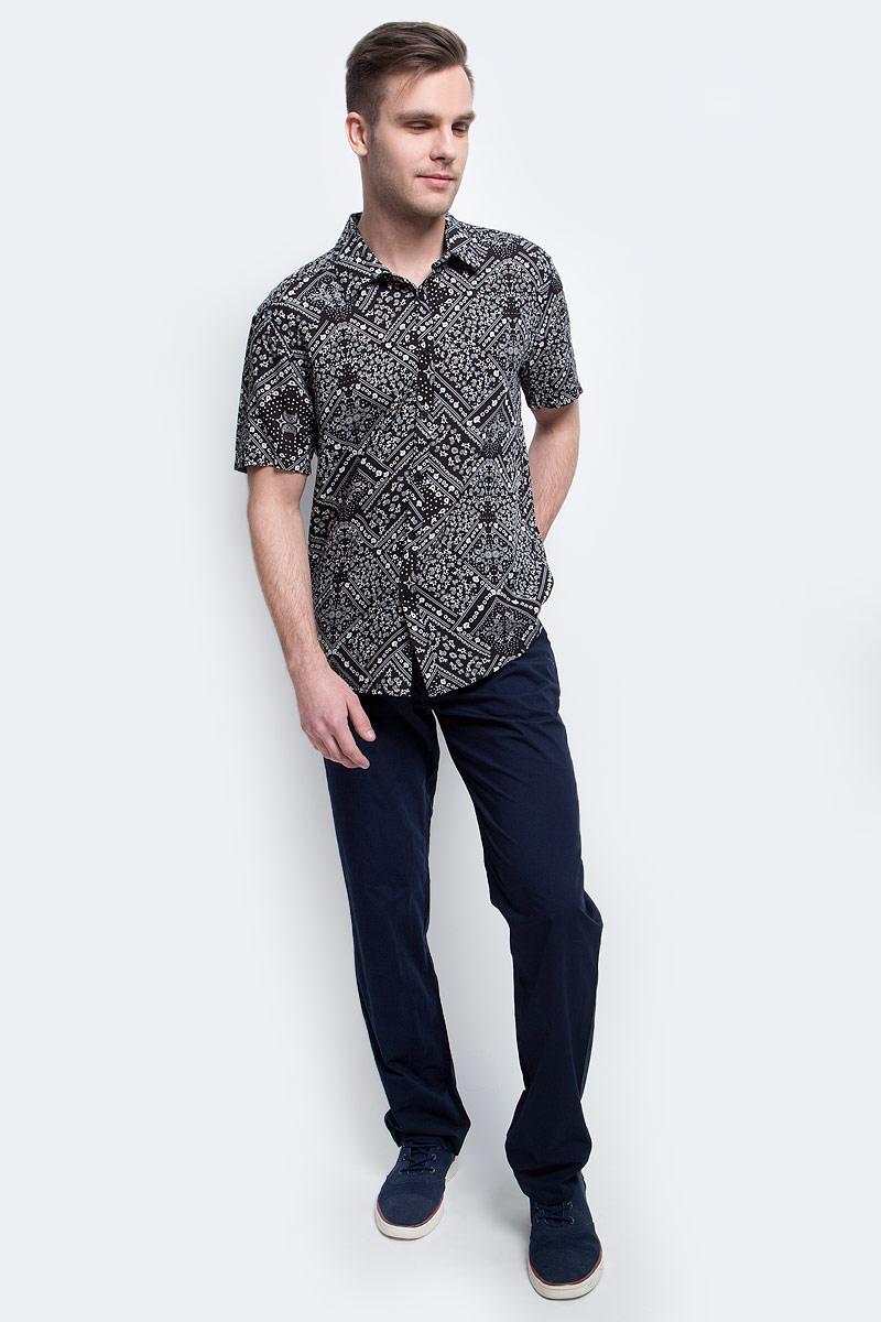 РубашкаS17-24020_200Рубашка мужская Finn Flare выполнена из вискозы. Модель с отложным воротником и короткими рукавами застегивается на пуговицы.
